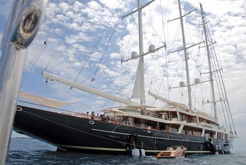 Lcsd Diller S Beautiful Eos Yacht The Island News
